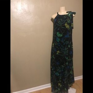 Taylor flowered dress size 14, polyester